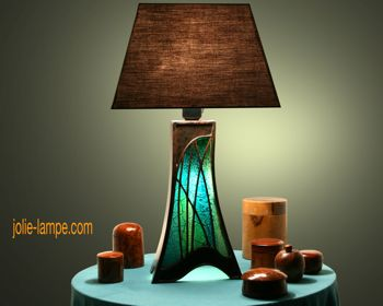 how to make a cardboard lamp with a worderful illuminated stained glass. Black Bedroom Furniture Sets. Home Design Ideas