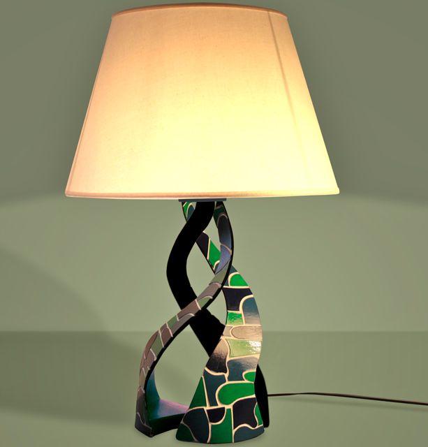 comment cintrer le carton pour faire une lampe en carton. Black Bedroom Furniture Sets. Home Design Ideas